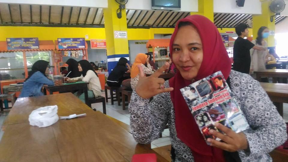 Galeri : Pembaca Membaca Jendela Indonesia Dengan Tawa