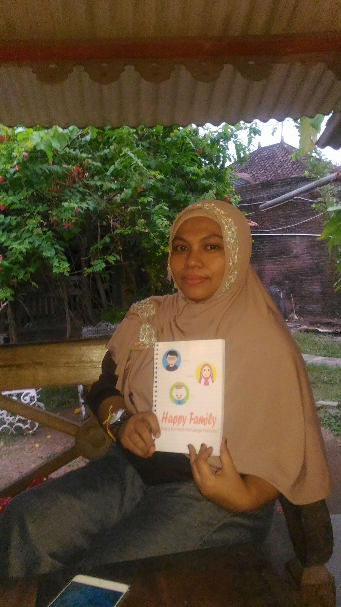 Galeri : Pembaca Happy Family, Diary Komedi Keluarga Hahaha
